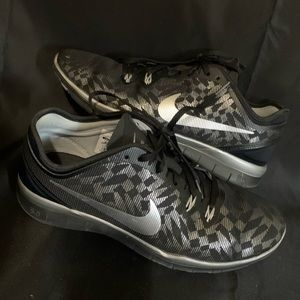 Women's Nike Free TR 5.0 size 9